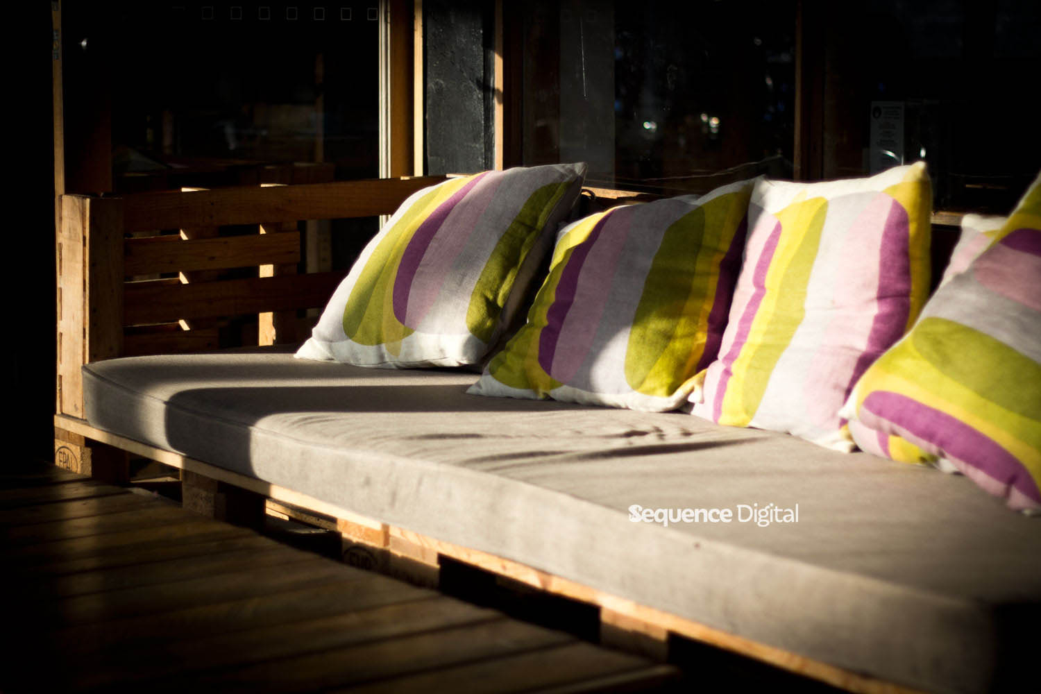 63 Degrees Cafe Geelong - Palete Couch